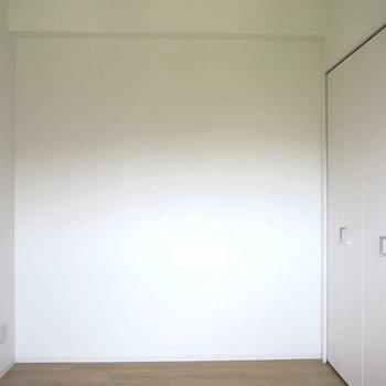 洋室はシンプルに ※写真は同間取り別部屋