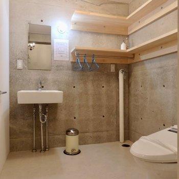 脱衣所に洗面台とトイレは一緒のスペース。※写真は前回募集時のものです