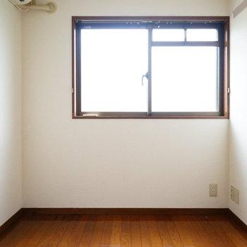 4.2帖のお部屋は書斎などにも◎※写真は工事前です