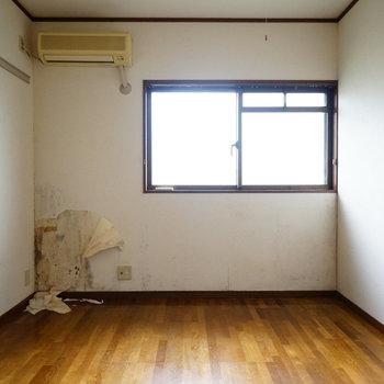 6.2帖の寝室はこちら※写真は工事前です