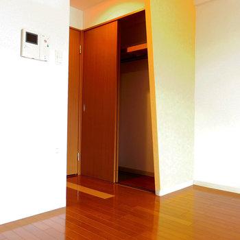 何を収納しようかな!※写真は10階の反転間取り別部屋のものです