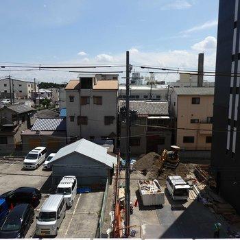 外は住宅街です。※写真は4階の同間取り別部屋のものです