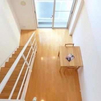 上からの眺めもいいね、天井高いね。※写真は3階の反転間取り別部屋のものです