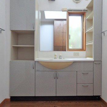 洗面台は、2階にももう一つあるんです。