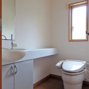 トイレも2階にもう一つあります。