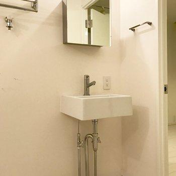 洗面台の収納は少なめ※写真はクリーニング前