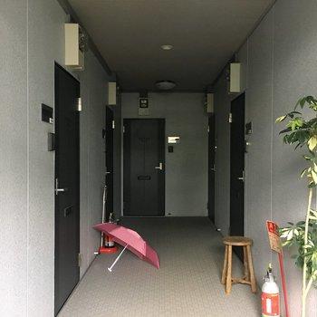 お部屋前の共用部。内廊下です