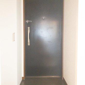 靴の脱ぎ履きがしやすい余裕のある玄関。