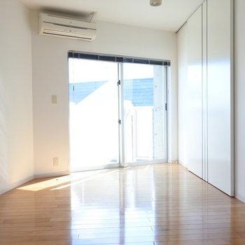 こちらが1階のダイニング部分です。扉の先は・・・