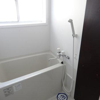 窓があって、明るい浴室!