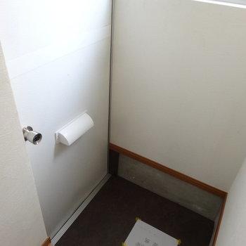 玄関はちょっと段差が高めかな。