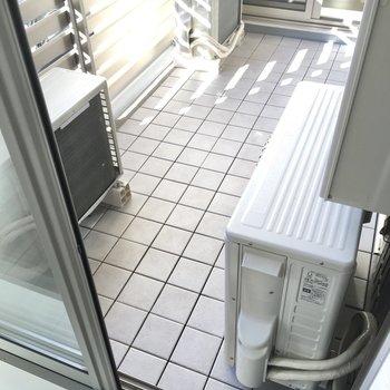 エアコンの室外機があるのでちょっと狭めかも。