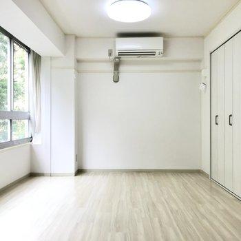 洋室は10.4帖。家具でうまくゾーニングしたい◯