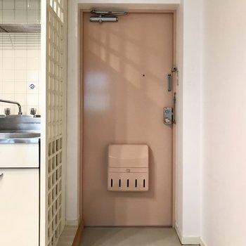 玄関はミルクティー色