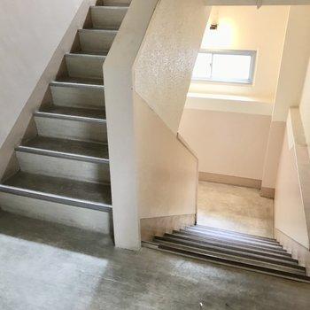 4階までは階段で!