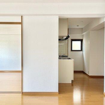 小窓と隠れキッチン