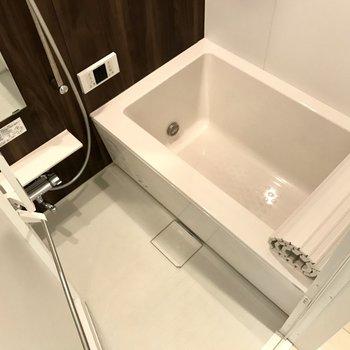 お風呂はもちろん追焚付き、バスバブ入れて長風呂しましょ♩