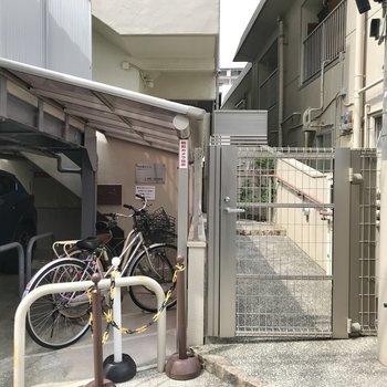 駐輪場も屋根付き!