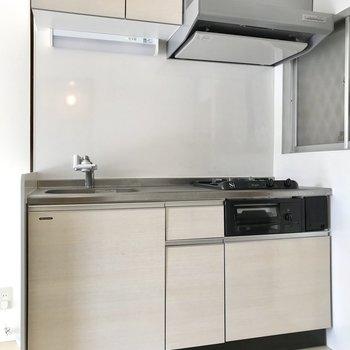 キッチンも新しめ!収納もしっかりありますよ(※写真は清掃前のものです)