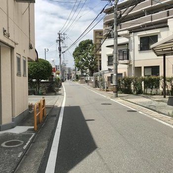 この道をまっすぐ進んで踏切を2回わたると西鉄井尻駅(の上り改札です!)