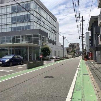 この道をまっすぐ行くとJR笹原駅
