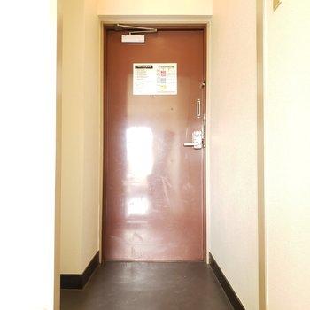 玄関は狭すぎずちょうどいいかも!(※写真はモデルルームです)