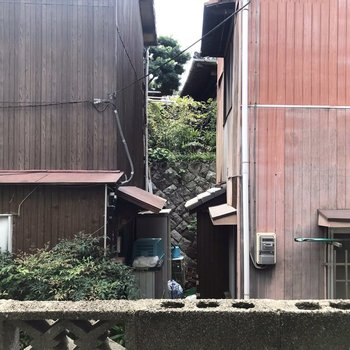 眺望は民家の壁でした。1階なので戸締まりはしっかりしましょう。