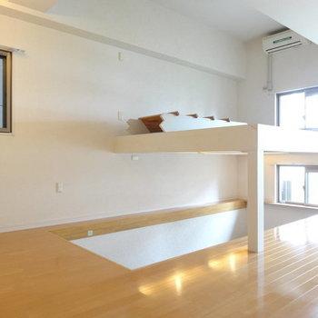 大型のロフト付き。階段をおろして使って下さい。※写真は別室です。
