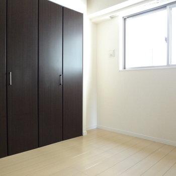 こちらは寝室。※写真は3階の同間取り別部屋のものです