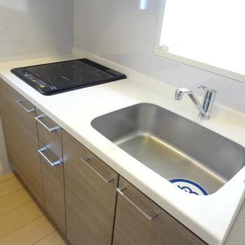 キッチンはお掃除がらくちんなIH!※写真は3階の同間取り別部屋のものです