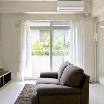 エアコン付いてます◎(※写真は2階同間取り別部屋のもの、家具と小物は見本です)