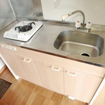 調理スペースが狭いので便利グッズを活用しましょう〜(※写真は1階同間取り別部屋、モデルルームのものです)