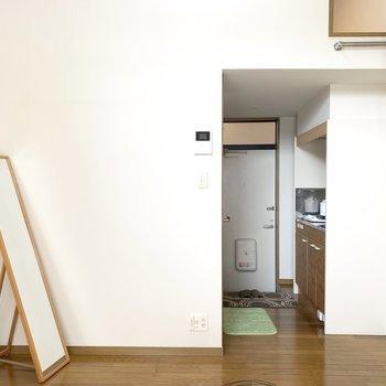 物は少なめに、目指せミニマムライフ〜(※写真は1階同間取り別部屋、モデルルームのものです)