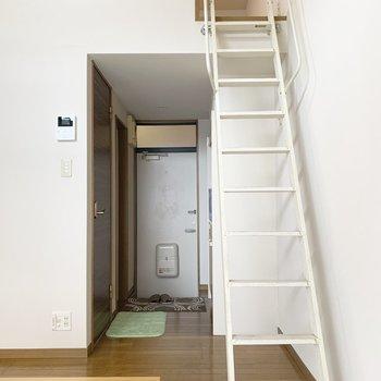 階段を登った先はロフトになっていました。(※写真は1階同間取り別部屋、モデルルームのものです)