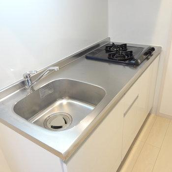 キッチンは1人暮らしには丁度いい広さ。