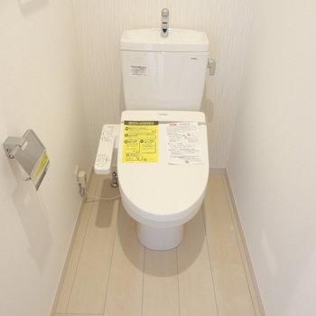トイレは広々。