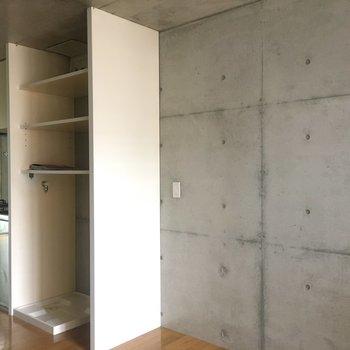 キッチン横に洗濯機置場があります