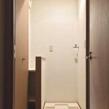 洗濯機置場は廊下にあるけど隠せます。※写真は5階の反転似た間取り別部屋、清掃前のものです
