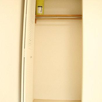 コンパクトな収納♪※写真は2階の同間取り別部屋のものです