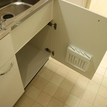 キッチン収納ありますよ。※写真は2階の同間取り別部屋のものです