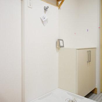 洗濯機は玄関先に。