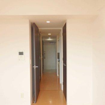 玄関まで一直線。 ※写真は別部屋の撮影