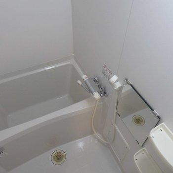 お風呂に物置棚は嬉しい。 ※写真は別部屋の撮影