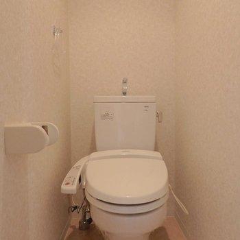 トイレはウォシュレット付き! ※写真は別部屋の撮影