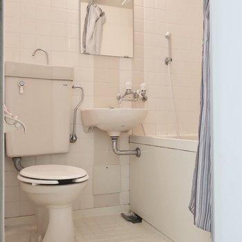 水周りはコンパクトな3点ユニット!お掃除も一気に済ませられますね!※写真は3階の反転間取り別部屋のものです
