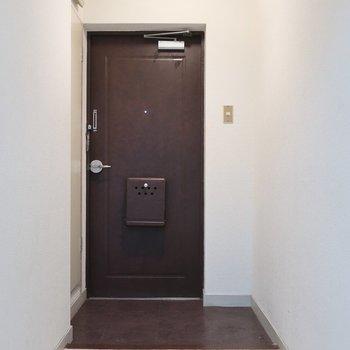 お部屋の広さに比べると玄関は広いです♩※写真は3階の反転間取り別部屋のものです