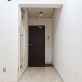 ここの壁には食器棚やラックを並べてみましょう◎※写真は3階の反転間取り別部屋のものです