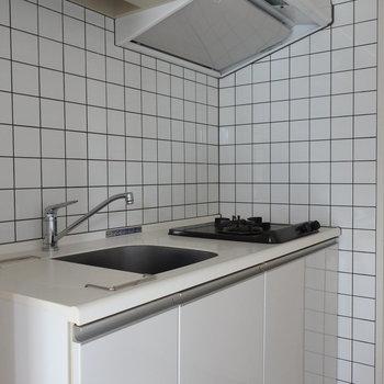 白いタイルが清潔感あっていい◎(※写真は3階の同間取り別部屋のものです)
