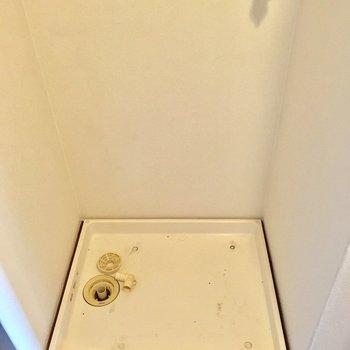 そして玄関入ってすぐ、洗濯機置き場があります。(※写真は5階の同間取り別部屋のものです)