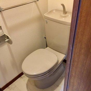 トイレはシンプルです。(※写真は5階の同間取り別部屋のものです)